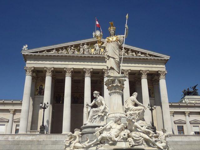 Stadtrundfahrt und Stadtspaziergang Wien Parlament