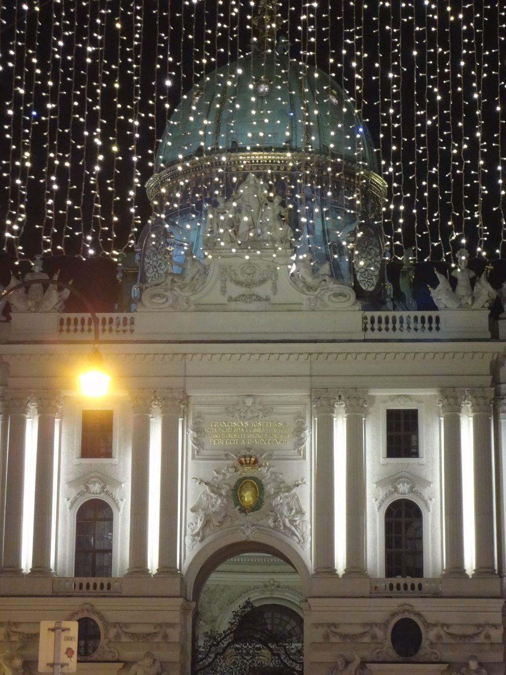Weihnachtsbeleuchtung-Wiener Hofburg Kohlmarkt