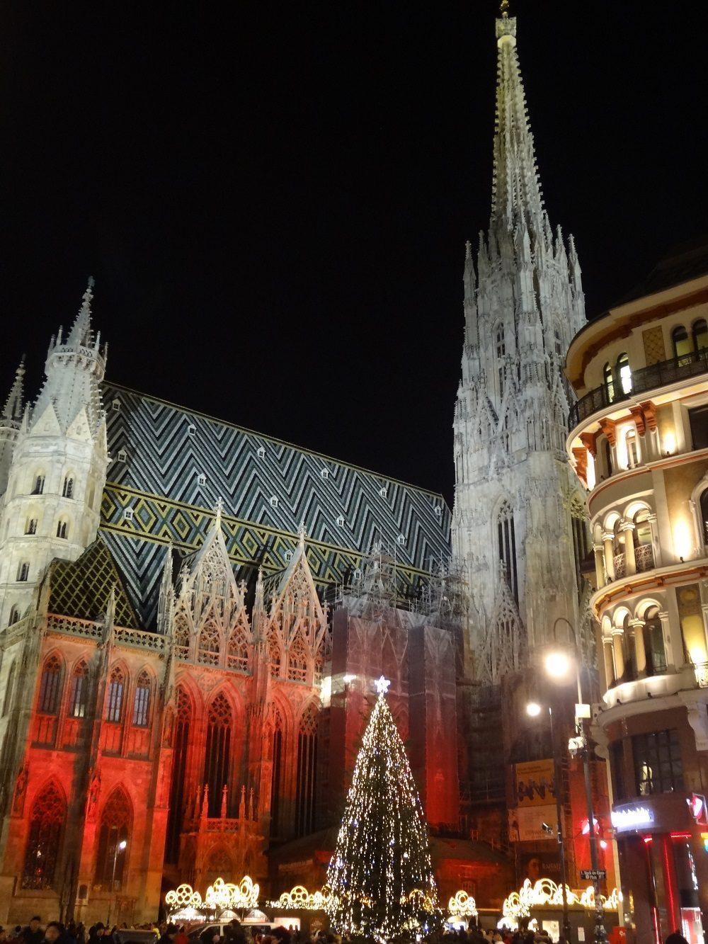 Weihnachtsbeleuchtung-Wiener Stephansdom