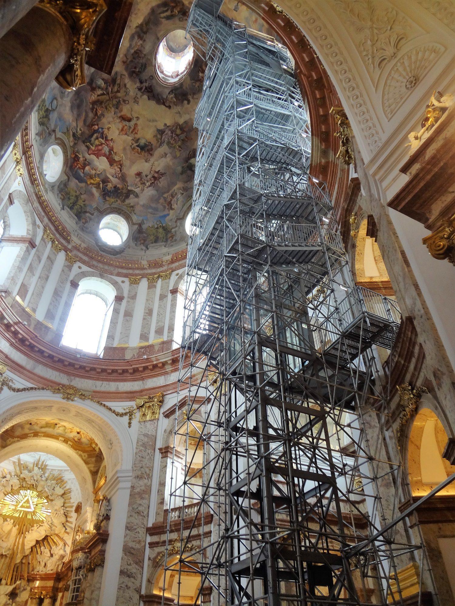 Wiener Karlskirche Panoramalift