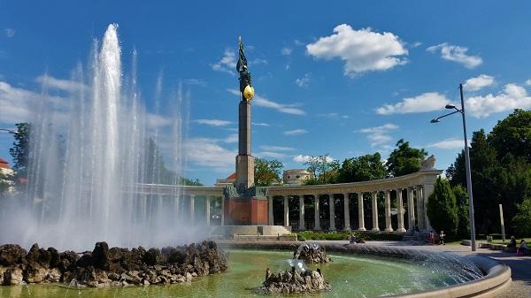 gut zu Fuß durch Wien mit einem Stadtführer Schwarzenbergplatz